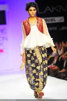 A model showcases a creation by designers Farah and Firdos on Day 5 of the Lakme Fashion Week (LFW) Summer Resort held at Grand Hyatt, Mumbai, on March Lakme Fashion Week, India Fashion, Suit Fashion, Asian Fashion, Indian Dresses, Indian Outfits, Saree Dress, Silk Dress, Indian Attire
