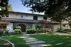 one of my favorites - the McFarlin house Texas Ranch, Ranch Style Homes, Pathways, High Quality Images, Sidewalk, Exterior, Mansions, Architecture, Plaster