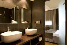 Bathroom business @ room Dutch Design Hotel Artemis