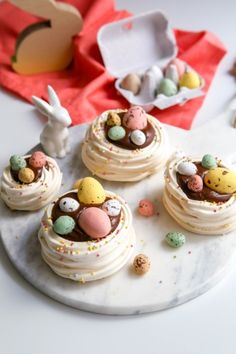je - feed me - Easter Cupcakes, Easter Cookies, Easter Treats, Flower Cupcakes, Christmas Cupcakes, Pavlova, Meringue Desserts, Just Desserts, Delicious Desserts