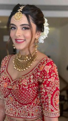 Bridal Hairstyle Indian Wedding, Indian Bridal Photos, Indian Wedding Bride, Bridal Hair Buns, Indian Bridal Hairstyles, Indian Bridal Makeup, Indian Bridal Outfits, Indian Bridal Fashion, Bride Hairstyles