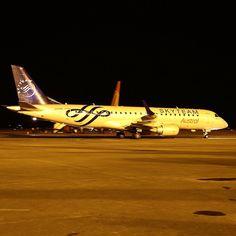Operando o voo entre Buenos Aires e BH na madrugada desta terça o Embraer E190 da Austral Linhas Aéreas nas cores da aliança comercial Sky Team. #cnf #cnfaovivo #bh #bhz #bhairport #bhairportcargo #aerolineasargentinas #austral #embraer #argentina #buenosaires