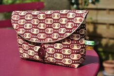 LouJovo pouch with tutorial Coin Couture, Couture Sewing, Elsbeth Und Ich, Patchwork Quilt, Diy Sac, Fabric Bags, Sewing Accessories, Small Bags, Clutch Purse