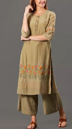 Beautiful Cotton Kurti with beautiful embroidery embellishments. Embroidery Suits Design, Embroidery Fashion, Flower Embroidery, Embroidered Flowers, Kurta Designs, Blouse Designs, Chic Outfits, Pretty Outfits, Kurta Cotton