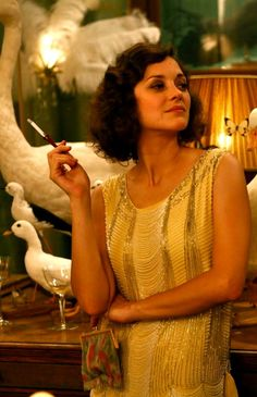 The fabulous Marion Cotillard epitomizes the Midnight in Paris look. Very 1920schic!