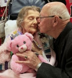 Here's a loving and simple idea; Husband's voice calms his wife who has Alzheimer's so he recorded a message for her in a Build-a-Bear. #TrueLove