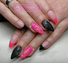 Gearbeitet mit folgenden Produkten von Graffdesign - shoppen auch ohne Gewerbeschein möglich :-) Fgg antik rose Neon pink Painting weiß und schwarz Versiegeler schwarze Flasche Matt finish neu Steinchen  #nailart #uvgel #nageldesign #naildesign #schönenägel #lovelynails #Graffdesign #nagelkunst #fullcover #fullcovernails  Für Tipps und Tricks zu unseren Produkten finden Sie uns auf Facebook unter https://www.facebook.com/groups/396036260595845/
