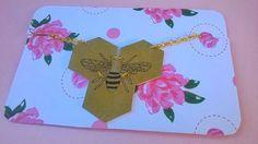 Collier géométrique ruche d'abeille dorée : Collier par magalily