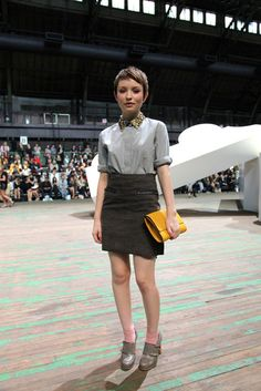 Emily Browning - love the pixie cut. And i think her outfit is adorable,wish i could pull that off.