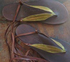 Gomme feuille sandales par pendragonshoes sur Etsy