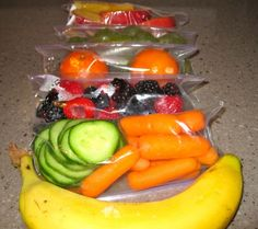 Snack Attacks! Grab and Go with Do-It-Yourself 100 Calorie Snack Packs! Those veggies would be great with plain greek yogurt with ranch seasoning 100 Calories, Snack Pack, Second Breakfast, 100 Calorie Meals, 100 Calorie Breakfast, Greek Yogurt, Authors, Meal Prep, Smoothies
