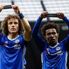 Football teams around the world have paid tribute to the victims of Monday's Colombian plane crash that killed 19 members of Brazilian side Chapecoense. Chelsea Blue, Fc Chelsea, Chelsea Football, Adidas Football, Football Soccer, Soccer News, Win Or Lose, English Premier League, David