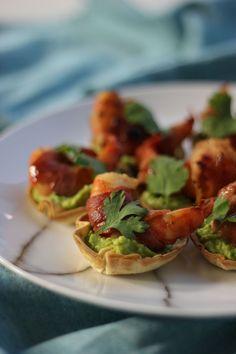 """Het lekkerste recept voor """"Tortillacups met scampi's, spek en guacamole"""" vind je bij njam! Ontdek nu meer dan duizenden smakelijke njam!-recepten voor alledaags kookplezier!"""