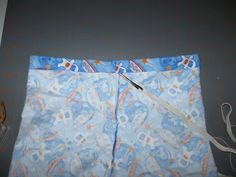 Now I know what to do with all my extra fabric pieces (and my spring break). Could be a cute sleepover parting gift. Boys Pajama Pants, Pajama Pants Pattern, Pants Pattern Free, Boys Pajamas, Free Pattern, My Spring, Spring Break, Pajama Bottoms, Extra Fabric