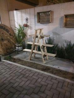 Escalera reciclada de pallets tipo tijera