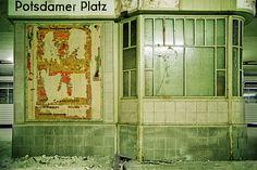 Verlassen am Potsdamer Platz:  Mit der Grenzschließung 1961 wurden in...