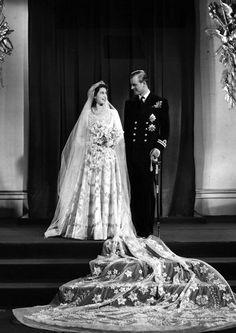 Royal Wedding: Das offizielle Hochzeitsfoto von Queen Elizabeth und Prince Philip, die am 20. November 1947 in der Westminster Abbey heirateten.