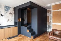 Micro Apartment: Das Tiny House Konzept als Wohnung in Paris! Micro Apartment, Small Apartment Design, Small Room Design, Apartment Layout, Apartment Living, Tiny Spaces, Small Apartments, Studio Apartments, Alcove Bed