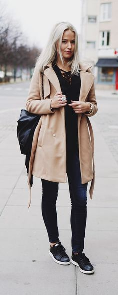 This stylish Camel Long Sleeve Lapel Coat looks effortlessly chic with white pants, sneakers and black leather bag.