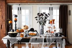 Get the how-tos for setting up this haunting table of treats. #halloween