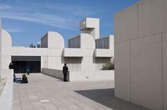 #TalDíaComoHoy, 20 de abril, de 1893, nacía #JoanMiró, uno de los máximos representantes del #surrealismo. Visita la Fundació Joan Miró en #Barcelona  http://www.viajarabarcelona.org/museos-de-barcelona/fundacion-joan-miro/