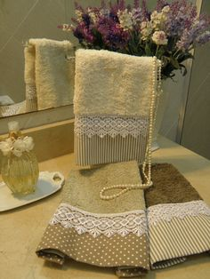 Decorating With Bathroom Towels Dish Towels, Hand Towels, Tea Towels, Fabric Crafts, Sewing Crafts, Sewing Projects, Decorative Towels, Guest Towels, Gift Wrapping