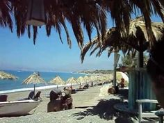 "De ""Bunga-Bunga"" bar op Komos beach"
