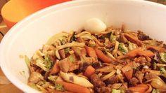 La facile ricetta degli yakisoba, gli spaghetti giapponesi alla piastra