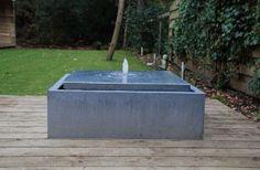 Een Viveretto watertafel in ZINC met de bijhorende patine (witte strepen). Deze watertafel heeft de volgende afmetingen: 120x120x40.  #terras #waterindetuin #design #zink Outdoor Furniture, Outdoor Decor, Outdoor Storage, Design, Outdoor Furniture Sets