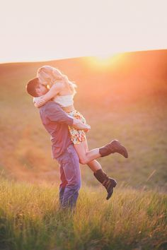 Sunset Engagement Session That's Golden ~ we ❤ this! moncheribridals.com