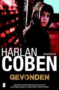 Harlan Coben - Gevonden - Hoe ellendig kan je leven worden? Sinds hij acht maanden geleden zijn vader zag sterven, worstelt Mickey Bolitar met leugens, duistere geheimen en onbeantwoorde vragen. En hij krijgt alleen maar meer problemen: Spoon ligtin het ziekenhuis, Rachel houdt hem aan het lijntje, zijn basketbalteam haat hem en Ema onthult dat ze een online vriendje heeft dat spoorloos is verdwenen. Hoewel hij zijn twijfels heeft, belooft hij Ema te helpen. Ook een teamgenoot die hem ...
