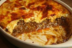 Bobotie is a traditional South African dish made from spiced minced meat baked with egg-based topping.Served on South African Airways on their flights. South African Dishes, South African Recipes, Ethnic Recipes, Bobotie Recipe South Africa, Ground Beef Dishes, Casserole Recipes, Food Inspiration, The Best, Cooking Recipes
