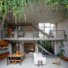 might have pinned this before...  love the play of inside/outside in this space | Maracanã House by Terra e Tuma