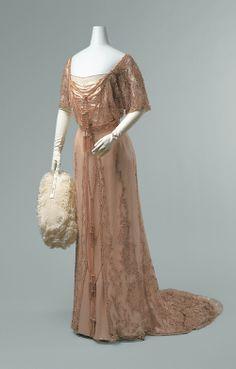 G&E Spitzer, evening dress, 1910-12. Photo: Metropolitan Museum of Art.