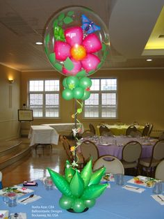 """Pretty #balloon centerpiece made with a Double Bubble Balloon and """"Taper Leaf"""" Decor Shapes. Design by Nadia Azar, CBA, of Balloontastic Creations in Rockaway, NJ, USA."""