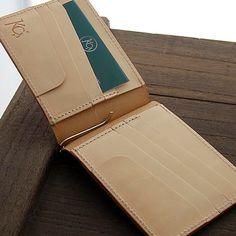 【KC,s】クリップオンマネークリップ/牛革マネークリップ Leather Wallet Pattern, Leather Bifold Wallet, Clip Wallet, Leather Working, Money Clip, Diy Design, Continental Wallet, Card Holder, Wallets