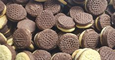 Pilóta keksz recept képpel. Hozzávalók és az elkészítés részletes leírása. A Pilóta keksz elkészítési ideje: 70 perc Cookies, Desserts, Food, Crack Crackers, Tailgate Desserts, Deserts, Biscuits, Essen, Postres