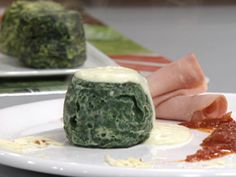 Soufflé de espinaca y choclo | Mirta Carabajal Pastel, Spinach Recipes, Watermelon, Fruit, Ethnic Recipes, Food, Spinach Souffle, Ham And Cheese, Sweets