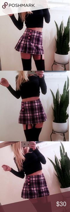 👑 Juicy Couture Pink Plaid School Girl Skirt 👑 Juicy Couture Pink Plaid School Girl Skirt Pink & black plaid  Size 00 (Extra small)  Pleated with side buttons  High waisted & high rise  Very cute Juicy Couture Skirts Mini
