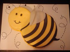 Bumble Bee cake - Marble cake covered in fondant