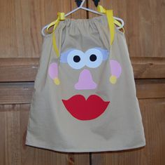 Potato Head Pillowcase Dress, Perfect for Toy Story themed parties and Disney. on Etsy Toy Story Halloween Costume, Toy Story Costumes, Diy Halloween Costumes For Kids, Mouse Costume, Halloween Dress, Cumple Toy Story, Festa Toy Story, Toy Story Party, Nursery Rhyme Costume