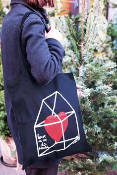 "Visual Poetry Barcelona ""LOVE IS IN DA HOUSE"" tote bag."