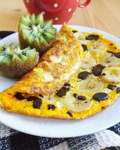 Omelette sucrée à la banane et au chocolat.