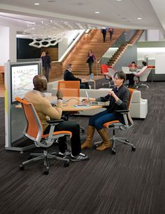 Presenting the integration of furniture and technology, for better communication and collaboration. @steelcase #workspaces