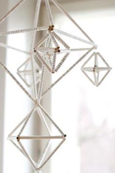 UKKONOOA: Himmeli kirjansivuista / Recycled Book Page Hanging Mobile