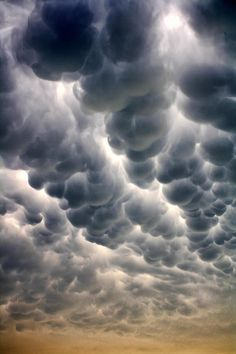 ✯ Mammatus Cloud Some day the origin of these clouds will be explained. They look artificial and man made to me. ✯ Mammatus Cloud Some day the origin of these clouds will be explained. They look artificial and man made to me. All Nature, Science And Nature, Amazing Nature, Storm Clouds, Sky And Clouds, Thunder Clouds, Beautiful Sky, Beautiful World, Beautiful Places
