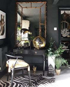 Vanity home decor house decoration luxury moody luxe gold mirror black wall Decor Interior Design, Interior Decorating, Decorating Games, Decorating Websites, Decoration Baroque, Living Room Decor, Bedroom Decor, Gothic Living Rooms, Dark Living Rooms