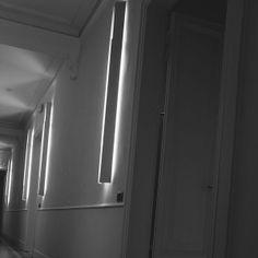 Illuminazione a parete Flos Riga #rifarecasa #maistatocosifacile grazie a #designbox & #designcard #idfsrl per una casa #hidesignlowbudget