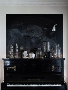 Cool dark interior with lots of different decor details, black wall and piano. Black Piano, Decoration Chic, Goth Home, Style Deco, Dark Interiors, Gothic Home Decor, Gothic House, Home And Deco, Color Stories