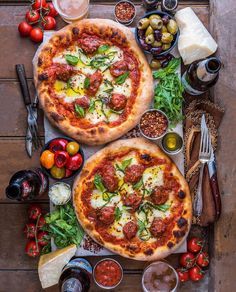 THE FRIEND MAKER! Good Gravy this recipe is insanely delicious! Friday night at the Prescott house is Pizza Night. Like delicious, carb-loaded, joy-filled clockwork. Good Food, Yummy Food, Tasty, Meatball Pizza, My Favorite Food, Favorite Recipes, Think Food, My Cookbook, Perfect Food